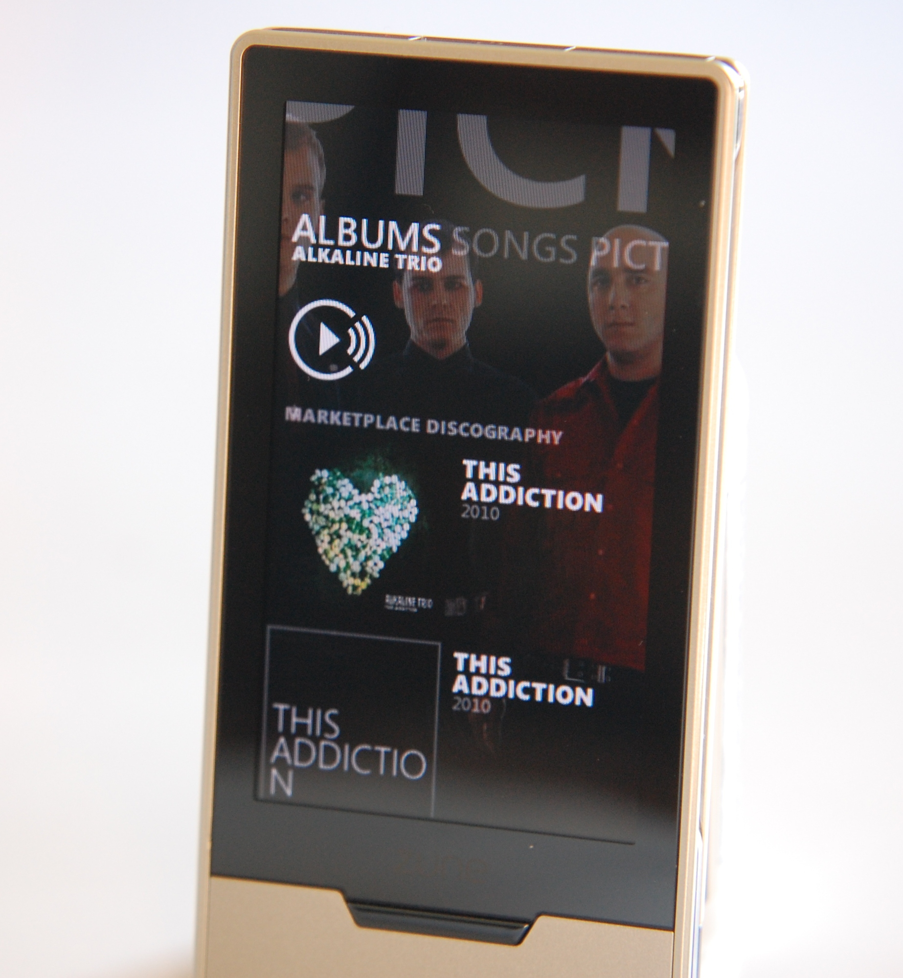 The Best mp3 Player {Zune HD Review/Giveaway} - Family Tech Zone