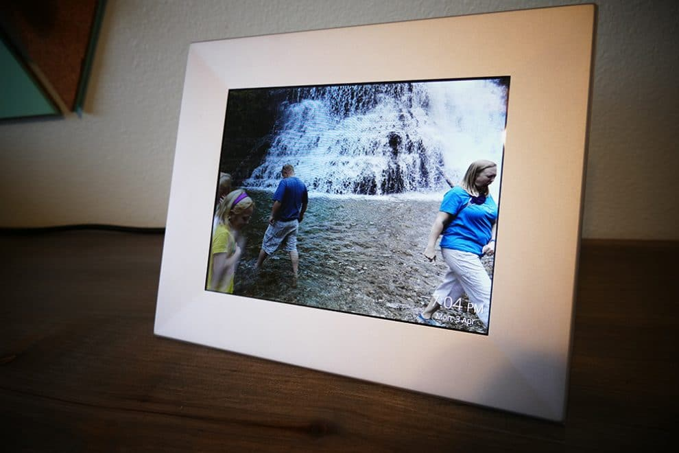 New technology wirelessly updates your Digital Picture Frame ...